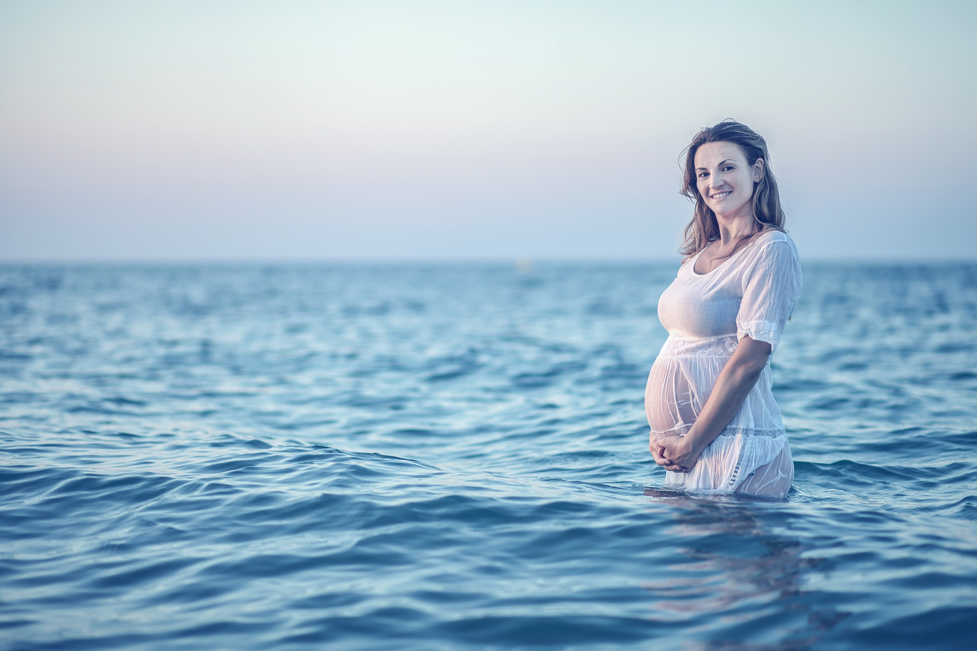 A pregnant woman in the sea: Can dolphins detect pregnancy?